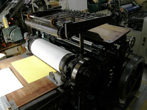 活版印刷 手差し印刷機  手差し印刷機は現在のオフセット印刷機が普及する以前の活版印刷機です。